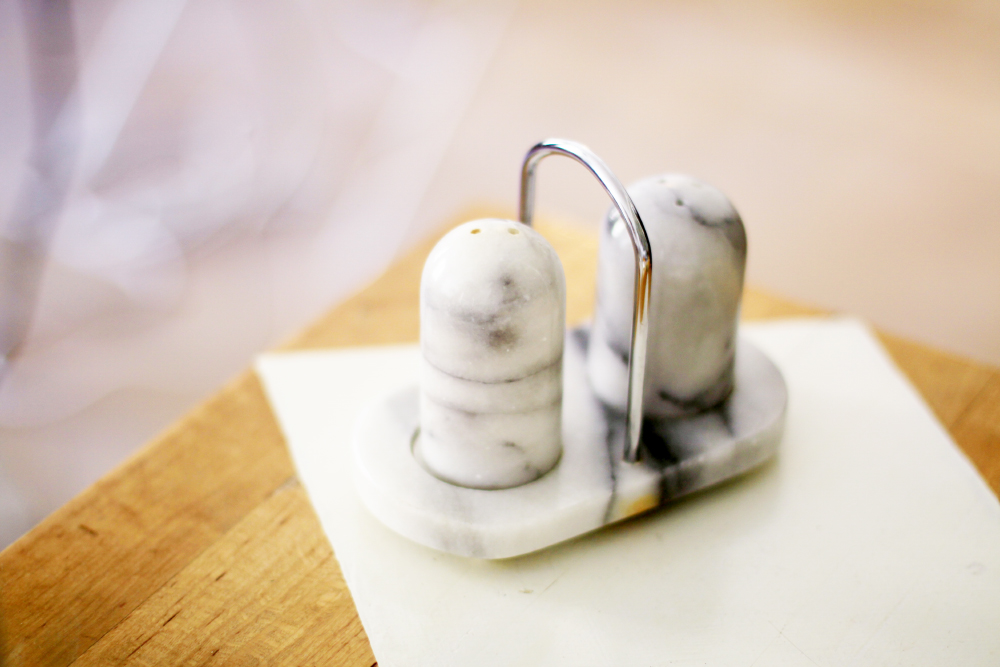 saltströare i marmor