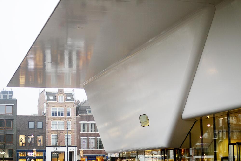 amsterdam II – pocherade ägg rymdskeppsbyggnaden & chips i sängen