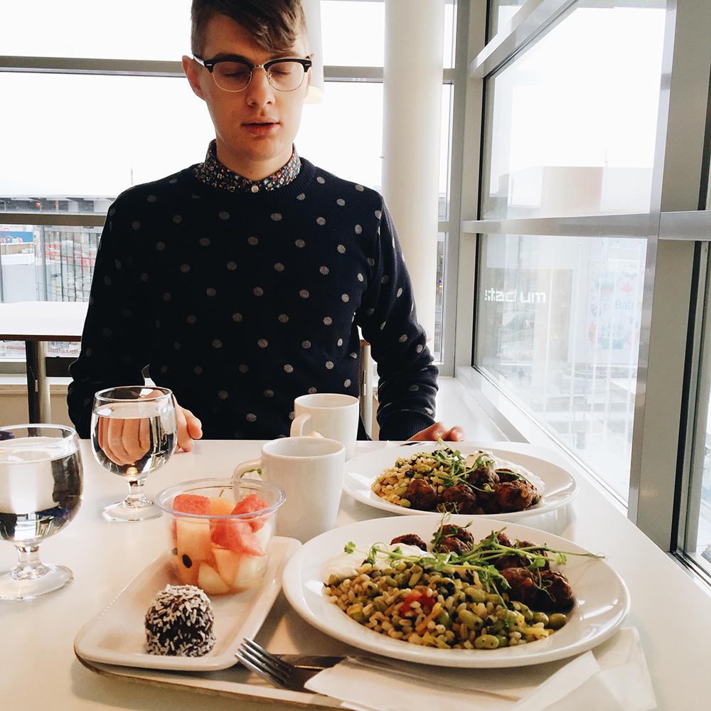 lunch på den flådiga restaurangen ikea