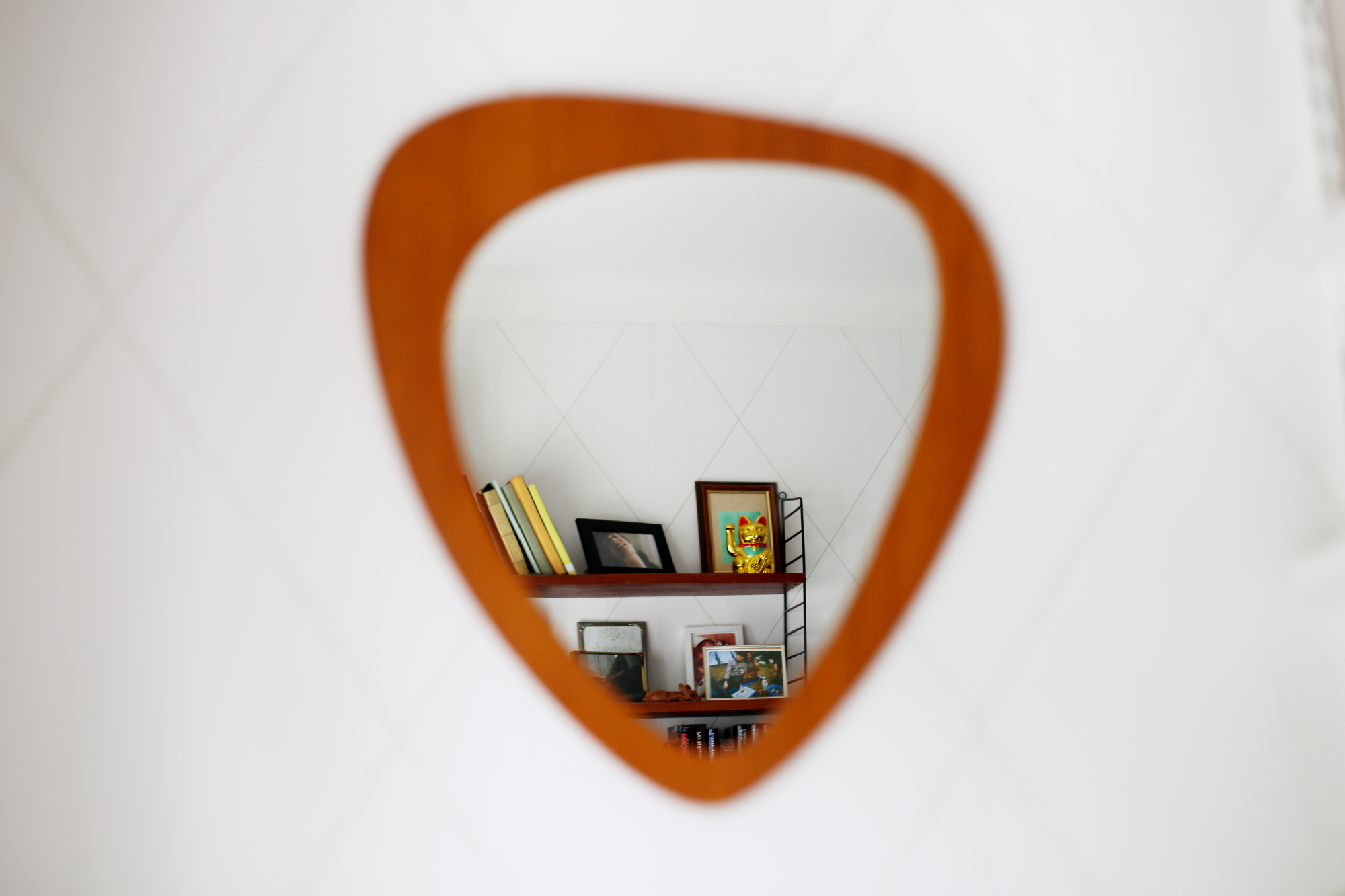spegel spegel på väggen var
